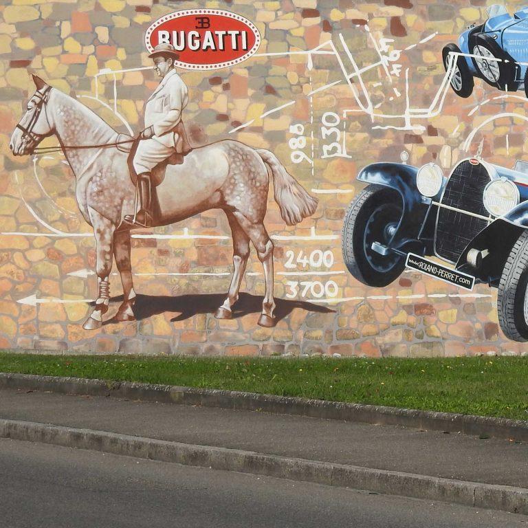 Hommage à Bugatti à Molsheim. Fresque de Roland Perret. illusions-murales.com