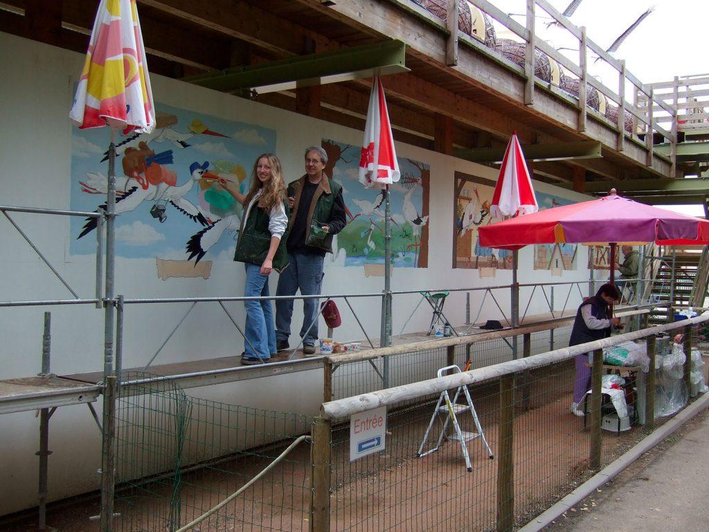 Décors de cigognes à Cigoland. Fresques de Roland Perret  avec Sourya Perret. illusions-murales.com
