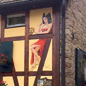 Nalsacienne, fresque de Roland Perret à Rosenwiller.