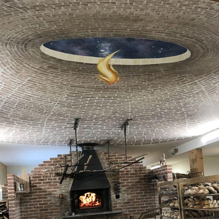 Voûte de briques en trompe-l'œil, plafond de la boulangerie Turlupain à Saales par Roland Perret.
