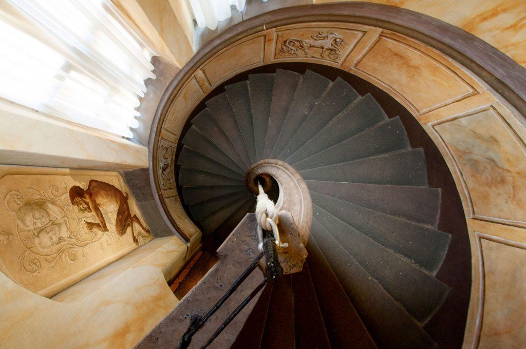 L'escalade d'Illusions à la Maison Kammerzell. Fresque de Roland Perret. illusions-murales.com