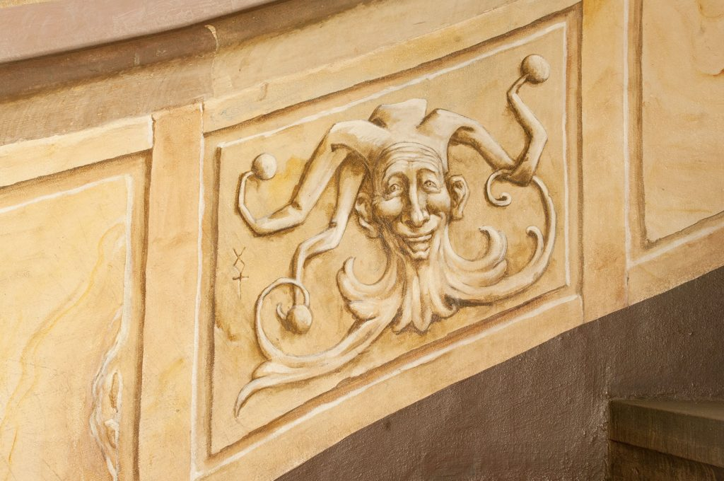 Bouffon peint dans l'Escalade d'Illusions à la Maison Kammerzell. Fresque de Roland Perret. illusions-murales.com