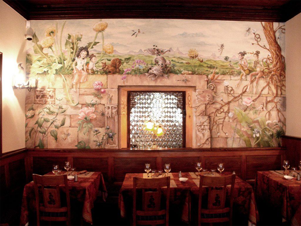 Brasserie du Dauphin, Place de la cathédrale à Strasbourg. Fresque de Roland Perret. illusions-murales.com