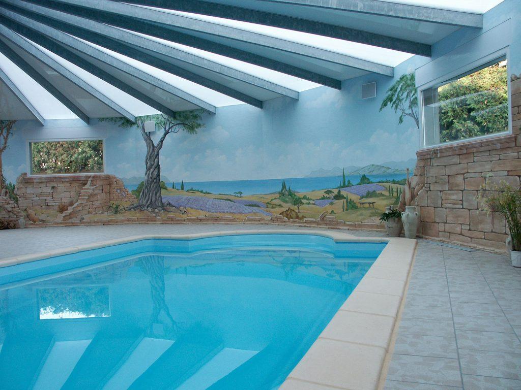 Ambiance provençale pour cette piscine privée. Fresque de Roland Perret. illusions-murales.com