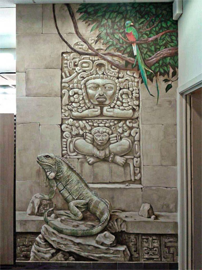 Le mur avec l'iguane et le Quetzacoatl de la fresque aztèque de la chocolaterie Stoffel à Ribeauvillé. Fresque de Roland Perret. illusions-murales.com