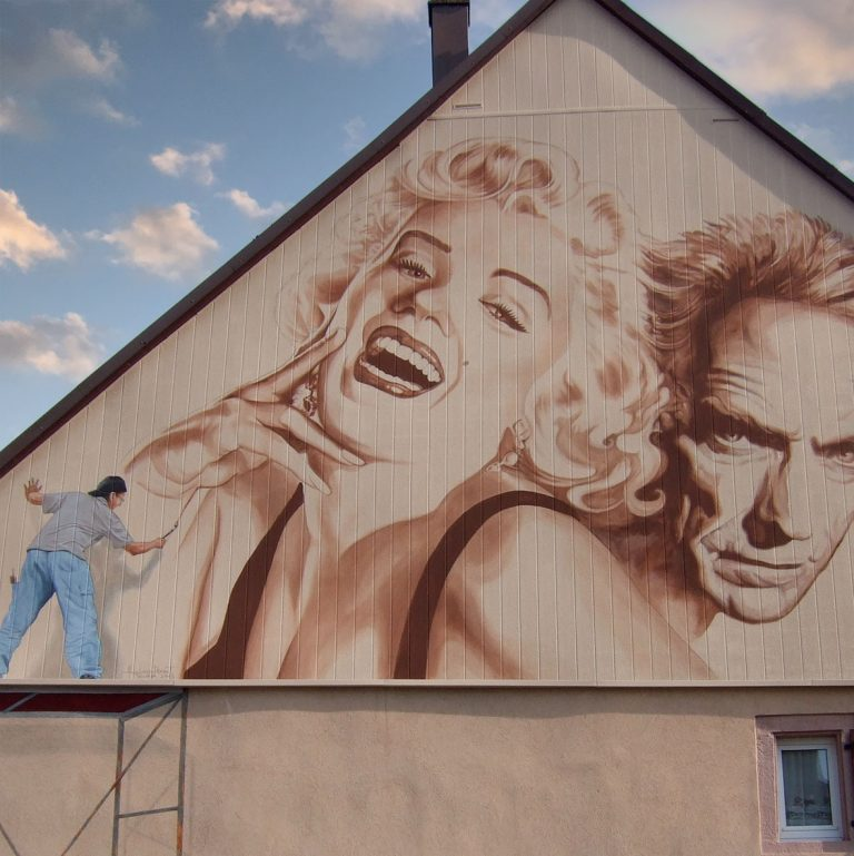Marilyn et Clint Eastwood à Wisches. Fresque de Roland Perret. illusions-murales.com