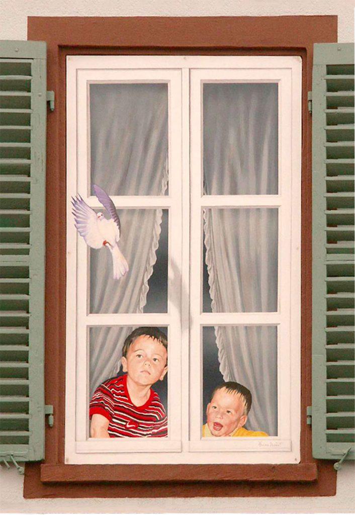 Fausse fenêtre avec portraits à Brumath. Fresques de Roland Perret  illusions-murales.com